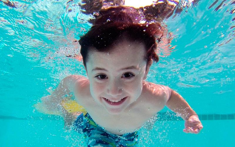 Los baños en playas y piscinas incrementan el riesgo de otitis en verano