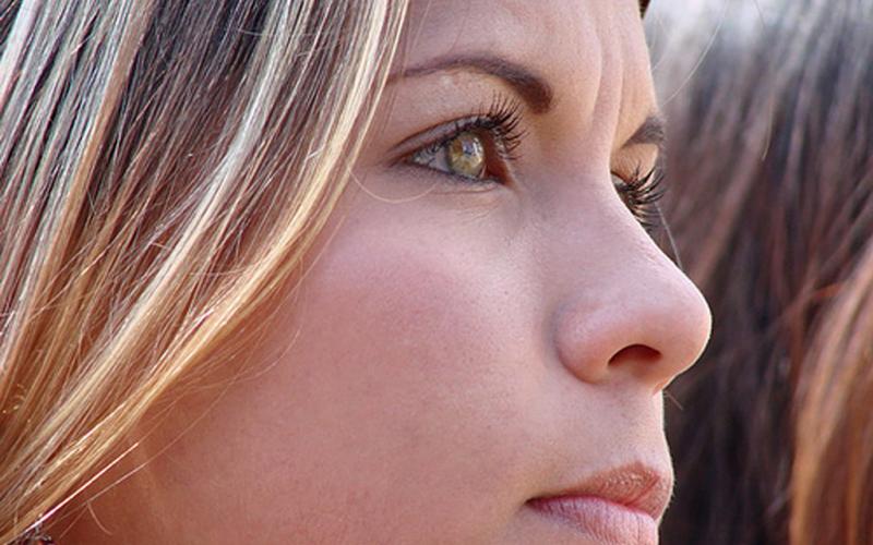 La parálisis facial, más frecuente en jóvenes