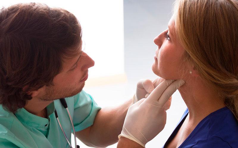 ¿La cirugía de tiroides conlleva problemas de voz?