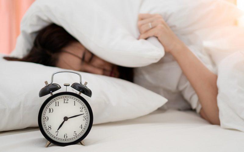 ¿Qué factores favorecen el colapso de las vías aéreas durante el sueño?